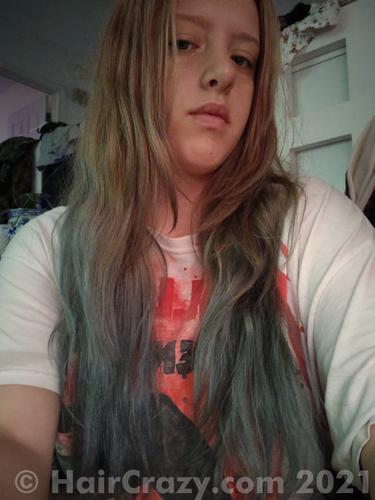 My hair is looking more grey in these pics I think, but it's definitely aqua/green NOT grey