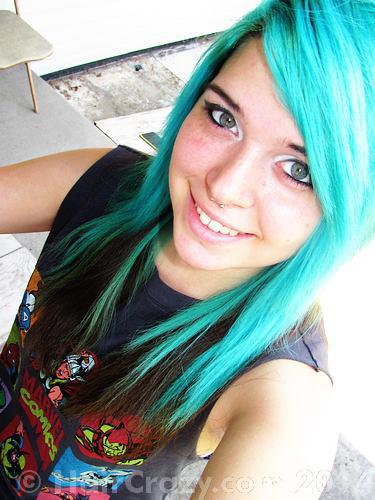xchristinadeath using Manic Panic Atomic Turquoise - 30th December 2014 5:48 a.m.